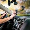 صورة نايت إيز ستيلي حامل للهاتف يركب على زجاج السيارة الأمامي